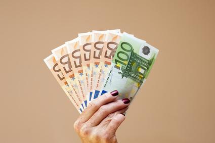 Onlinekredite aufnehmen und niedrige Zinsen sichern