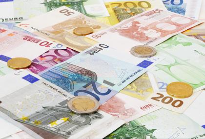 Umschuldung: Laufende Kredite zusammenfassen und viel Geld sparen